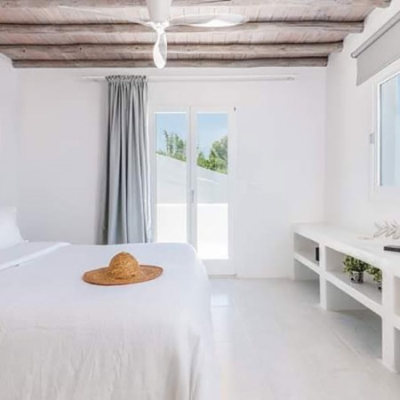 master bedroom at villa Manon