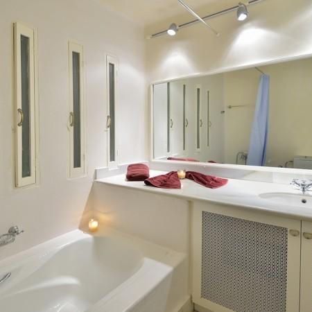 ensuite bathroom villa