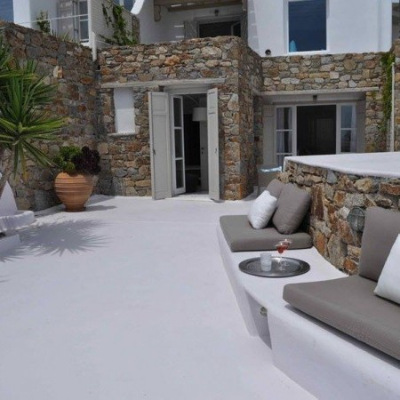 built-in sofas at the house's exterior