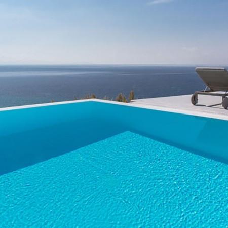 infinity pool at villa Sunsong
