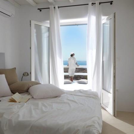 villa crystal master bedroom