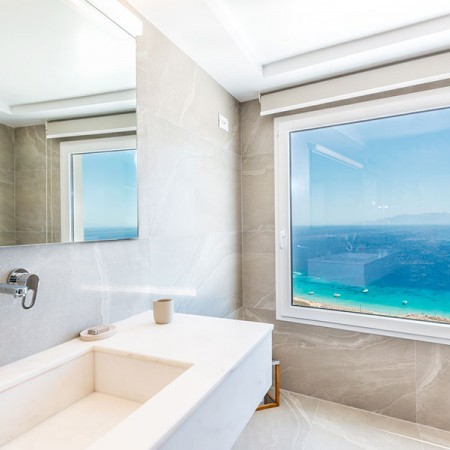 bathroom with magnificent sea view