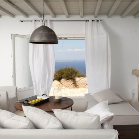 villa moon living room
