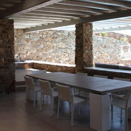 villa Purple outdoor dining area