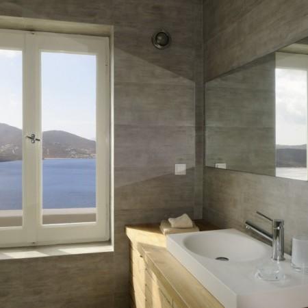 villa omnia bathroom with sea view