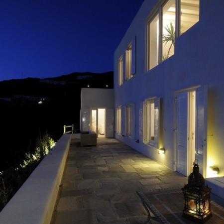 villa omnia at night