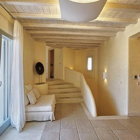 villa carissa interior entrance