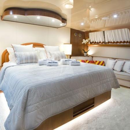 yacht charter Greece cabin