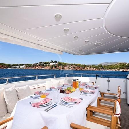 zen yacht deck dining